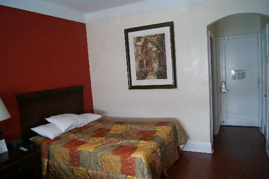 Hotel Beach Plaza: The bed 2