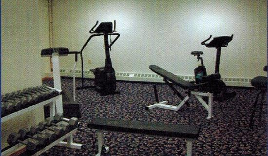 Navigator Inn: 24hr Fitness Room with free weights, treadmill, stationary bikes, stair steppers, matts.