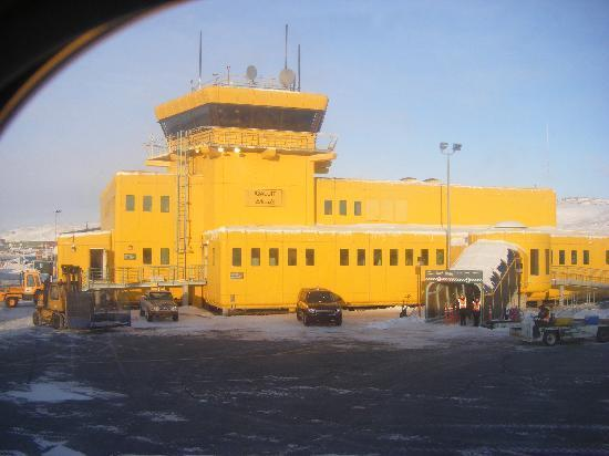 The Navigator Inn is located 2 minutes from the Iqaluit Airport.