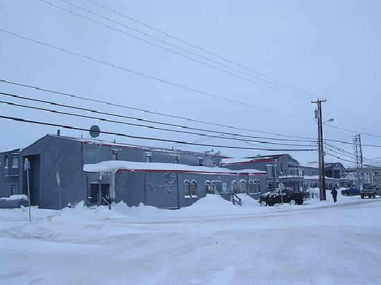 The Navigator Inn during winter.