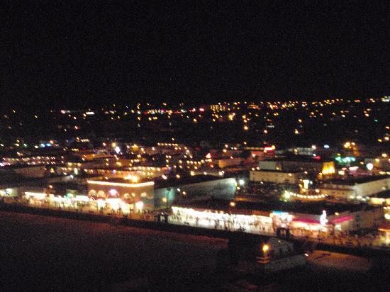 Nantucket Inn & Suites: Wildwood at night from ferris wheel.