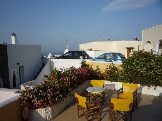 Hotel Nikolas: Une des terrasse disponibles