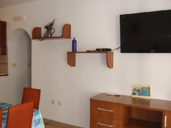 Pension Lovric: coin salon avec TV LCD