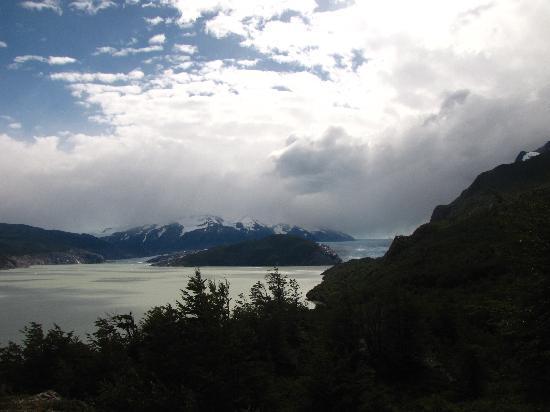 Glacier Grey: Glaciar Grey desde el primer mirador desde el campamento Paine Grande.