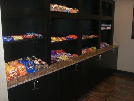 Holiday Inn Express Hotel & Suites Wichita Northwest Maize K-96: gift/snack shop