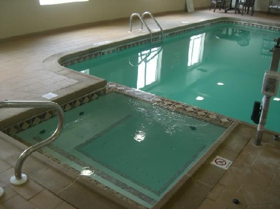 Holiday Inn Express Hotel & Suites Wichita Northwest Maize K-96: Indoor pool and Hot tub