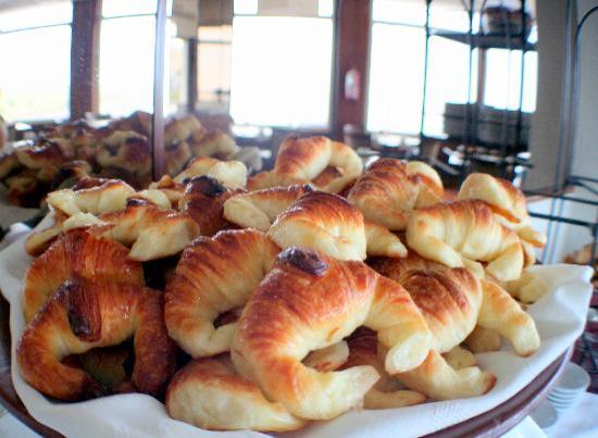 Hotel Las Rocas: Las medialunas del desayuno