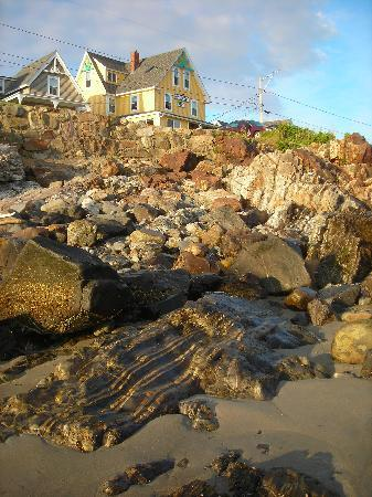 Katahdin Inn on the Beach: Rocks