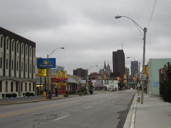 Quality Inn & Suites Downtown : The street by the hotel - Goyeau