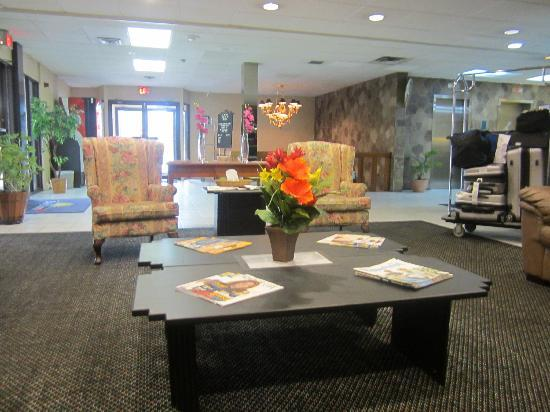 Quality Inn & Suites Downtown : Hotel lobby