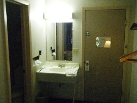 Anchorage Inn: room