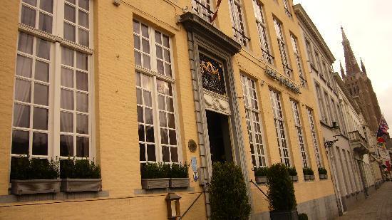 Hotel De Tuilerieen: La façade en arrivant