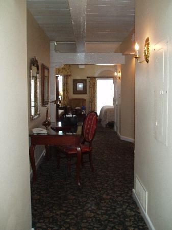 Olde Harbour Inn - River Street Suites: a long shot of the room
