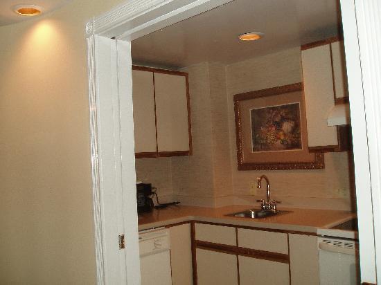 Olde Harbour Inn - River Street Suites: kitchen
