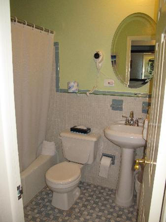 Sea Dell Motel: Very tidy, clean bathroom