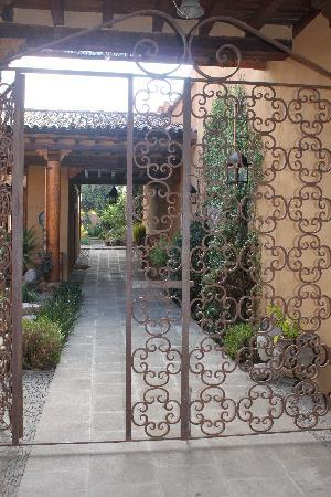 Villa Victoria: Through the wrought iron gate