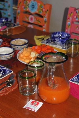 Villa Victoria: Fresh juice and fruit to start