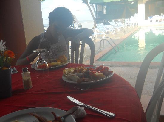 Coop Marena Beach Resort: poca bariedad de comida