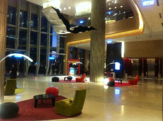 Hotel Novotel Taipei Taoyuan International Airport: Hotel Lobby