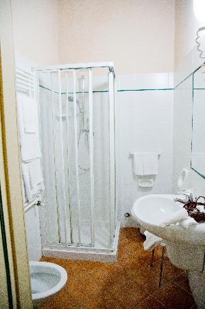 Renaissance Tuscany Il Ciocco Resort & Spa : Bathroom