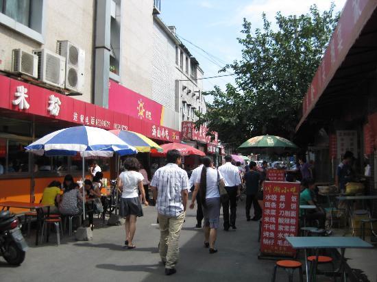 Emperor's Guard Station Courtyard Hotel : Alley near hotel