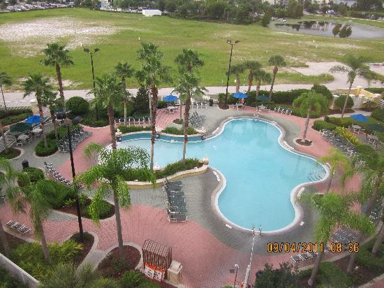Residence Inn Orlando at SeaWorld: View of the pool from our 6th floor room