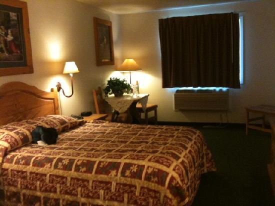 Columbine Inn & Suites: Room 101, clean and roomy