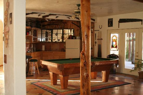 Adobe Abode Bed & Breakfast: The bar and pool table