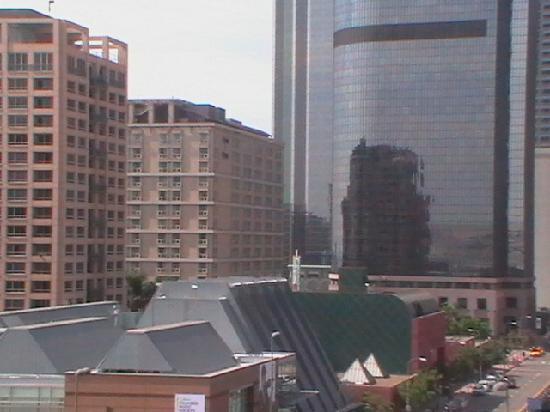 ออมนิ ลอสแองเจลิส แอท แคลิฟอร์เนียพลาซ่า: hotel seen from Walt Disney Concert Hall