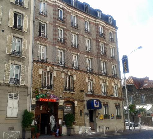 Montrouge, France : Easy to find, right on the corner.