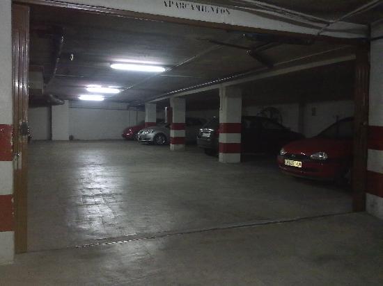 Hostal AB: Parking 14 €