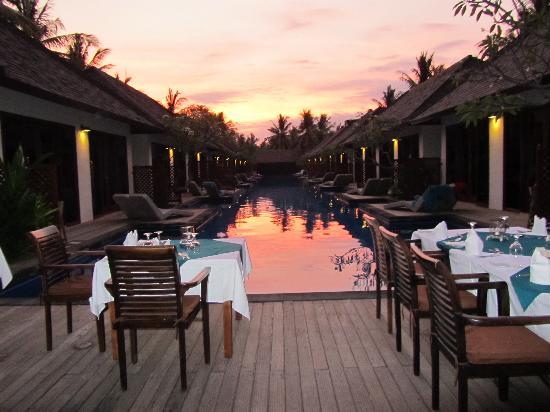 Luce d'Alma Resort & Spa: cena a bordo piscina