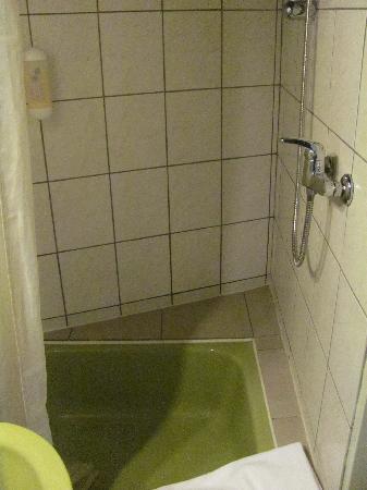 Hotel Vinum: shower