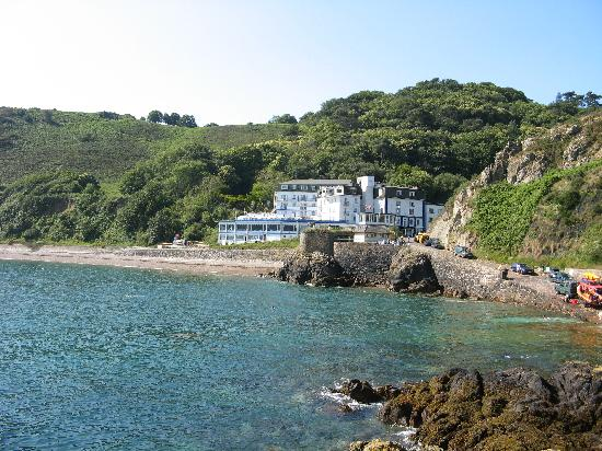 Water's Edge Chalets: Water's Edge Hotel, Bouley Bay