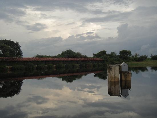 Shikarbadi: View of the lake and the lake-facing rooms