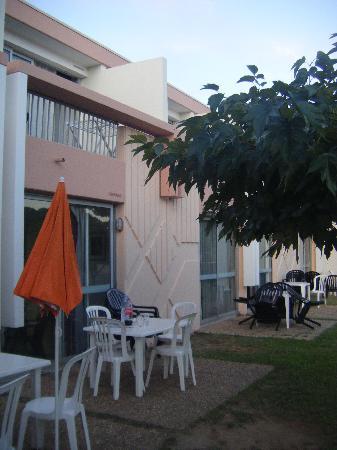 Lagrange Confort+ Residence Village Club de Camargue : les terrasses sans aucune intimité