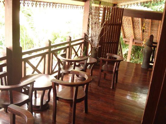 Thatsaphone Guest House: Balcony