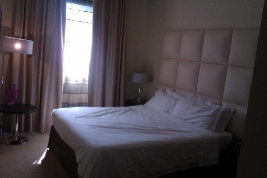 هوتل كوزموبوليتان: room