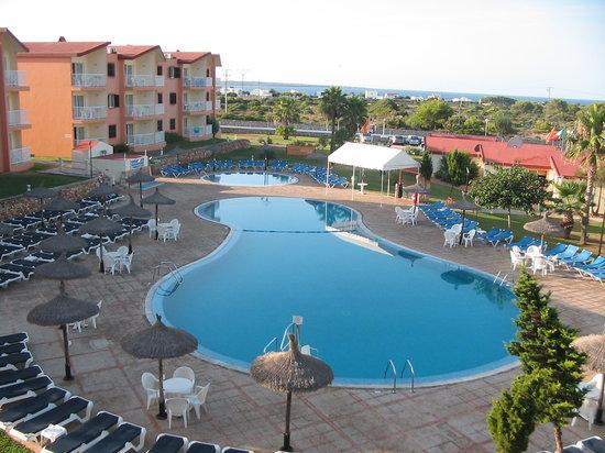 Apartamentos Roc Cala d'en Blanes Beach Club: piscina villaggio