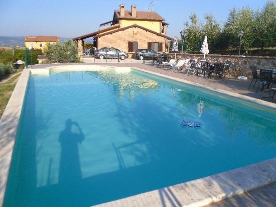 Colle San Giovanni: la piscina a disposizione