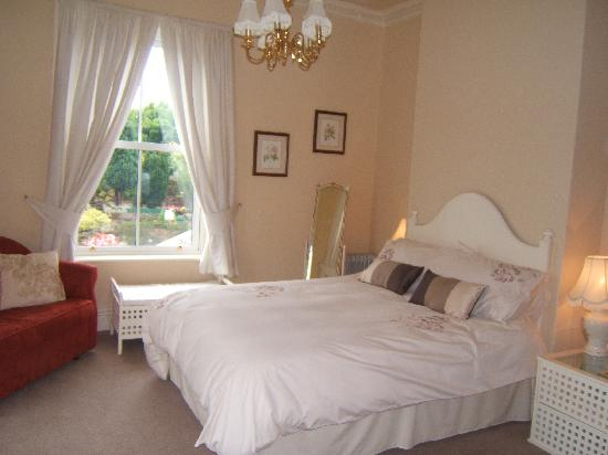 Kenlis Arms: Double Room with Shower Room &Double Sofa Bed (family room)