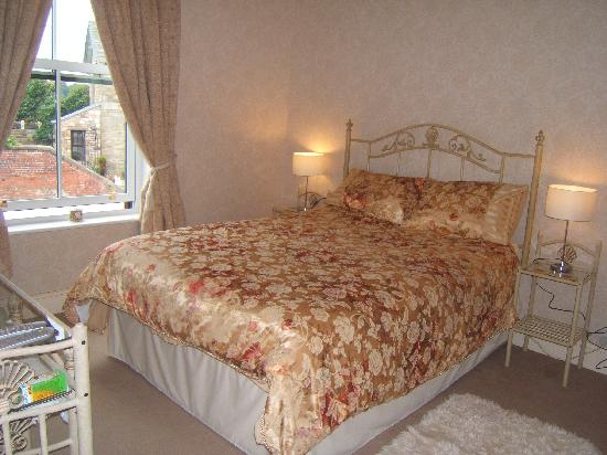 Kenlis Arms: Double Room with Bath Room (king size bed)