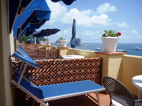 Hotel Weber Ambassador Capri: 広いテラス