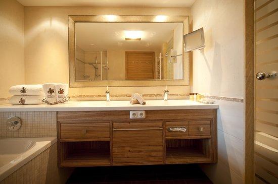 Wellnesshotel Engel: Moderne Badausstattung in unseren Morgenrot Zimmern