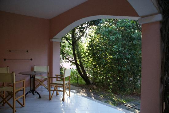 Resort Cala di Falco: patio per chiaccherare e rilassarsi dopo passeggiata
