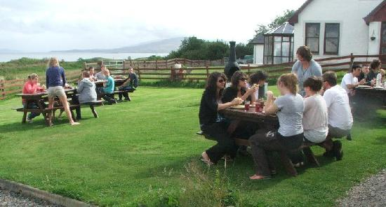 Arle Lodge: BBQ in the lodge garden