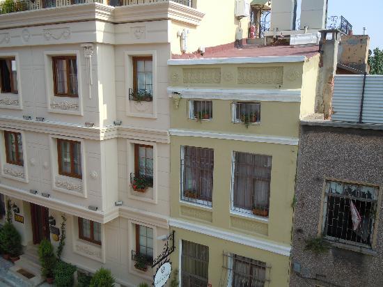 Albinas Hotel : hotel road
