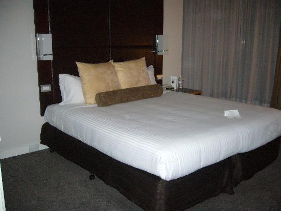 Amora Hotel Riverwalk Melbourne: bed