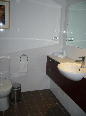 Amora Hotel Riverwalk Melbourne: bathroom