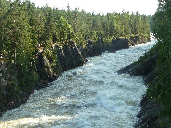 Imatra Waterfall: Der Canyon mit Stromschnellen